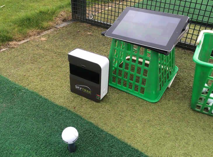 Hướng dẫn dẫn sử dụng Skytrak golf làm phòng tập golf tại nhà