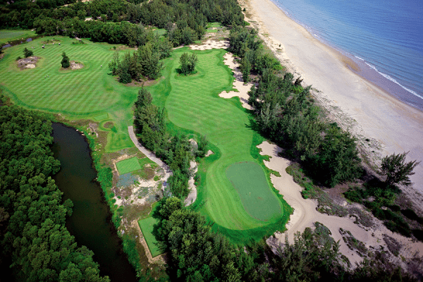 Góc nhìn sân golf Laguna từ trên cao xuống