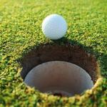Sân golf có 18 lỗ được công nhân là tiêu chuẩn