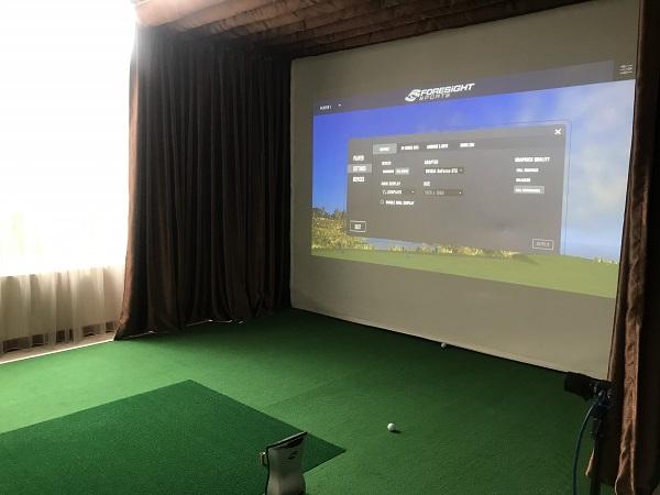 Phòng golf 3D với thiết kế rèm kéo để hạn chế ánh sáng