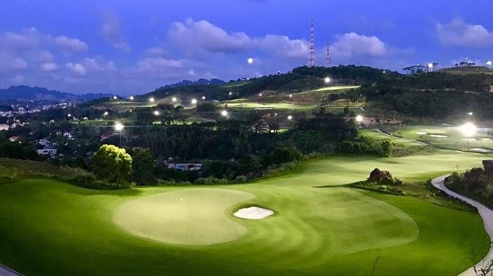 Hilltop Valley giúp các golfer có thể thỏa mãn niềm đam mê dù ban ngày hay đêm