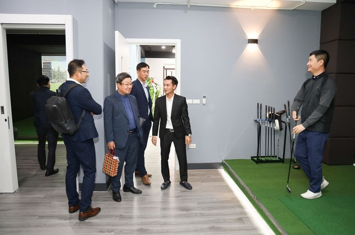Giới thiệu tới các khách hàng về không gian cũng như công nghệ Golf 3D