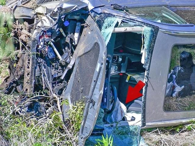 Chiếc xe hơi của Tiger Woode bị hư hỏng nặng. Ảnh: TMZ