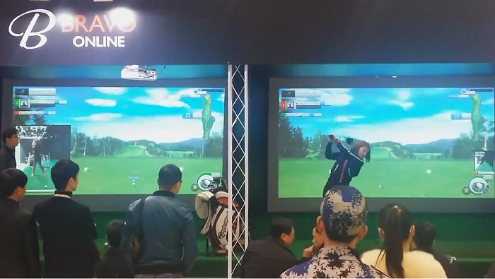 Bravo Golf Simulator hỗ trợ các trận đấu golf Video trực tuyến 1 Vs 1