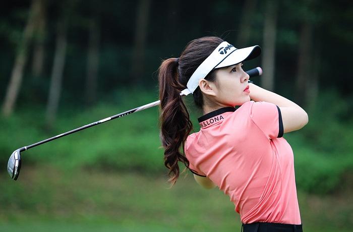 Tác động của trọng lượng gậy tới cú đánh của golfer