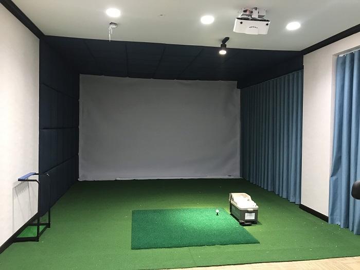Phòng tập golf 3D được ốp da tinh xảo