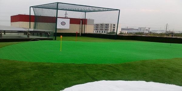 Mini golf trên sân thượng