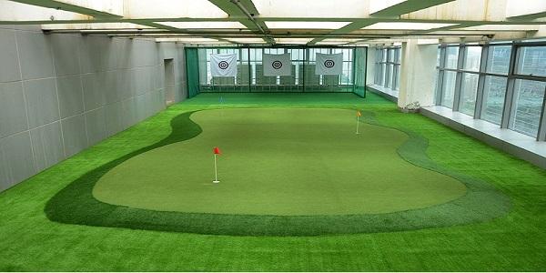 Sân tập golf mini trong nhà