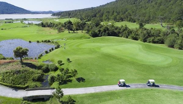 Sân golf được xây dựng hoàn thiện