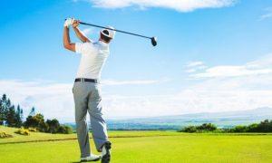 Golfer tham gia tour du lịch tại sân golf thời covid