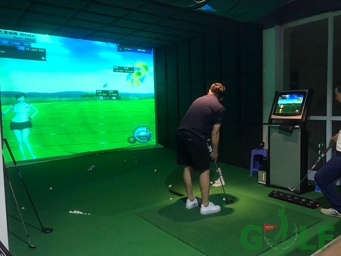 Hoàn thiện phòng golf và chủ nhà đánh thử để test phần mềm