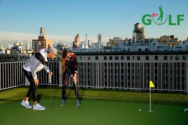 Một sân mini golf trên sân thượng